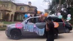 Kourtney Kardashian cumplió años y sus amigos y familiares llenaron la calle de coches de lujo, música y globos