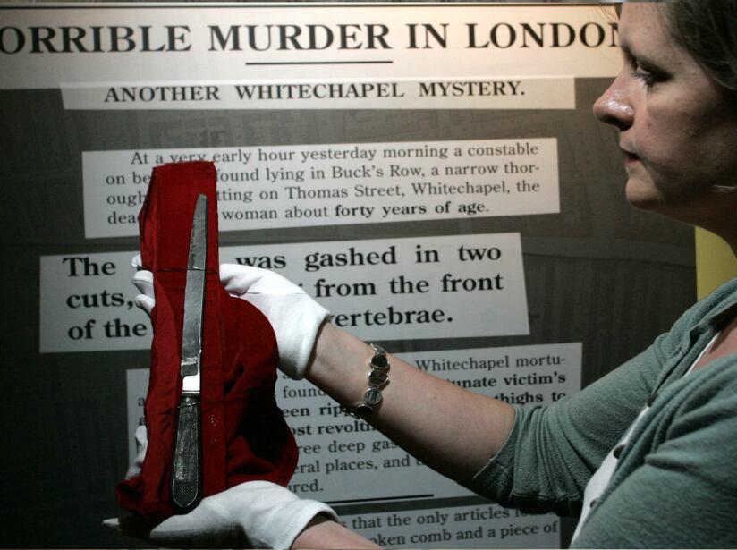 Jack El destripador. Este criminal cortaba la garganta de sus víctimas aprovechándose de sus conocimientos quirúrgicos.