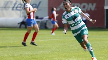 Con hat-trick de Estela Gómez, las de Torreón vencieron a las Chivas en Guadalajara 2-3; Dania Pérez y María Guadalupe Velázquez descontaron por las locales.