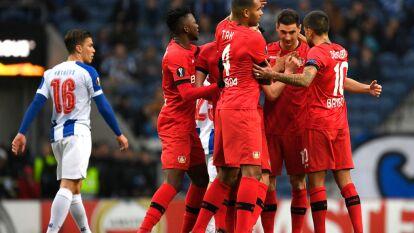 Con goles de Lucas Alario, Kerem Demirbay y Kai Havertz, Leverkusen gana y elimina al porta en su casa.