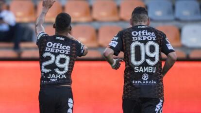 Con solitario gol desde los once pasos de Franco Jara, Pachuca gana y se queda con los tres puntos.