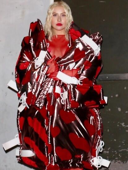 Christina Aguilera se presenta con un extraño look el día de hoy