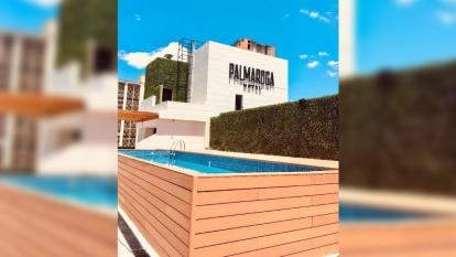 Esta es la piscina de la azotea del Hotel Palmaroga en Asunción, capital de Paraguay.