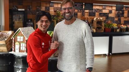 Takumi Minamino, el nuevo jugador del Liverpool, ya se presentó en las instalaciones del club para entrenar con el equipo.