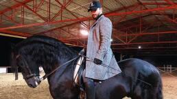 Maluma, ¿el encantador de caballos?