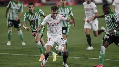 Con goles de Lucas Ocampo y Fernando, el Sevilla tiene el regrso soñado al derrotar 2-0 al Real Betis en el Derbi de Sevilla.