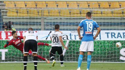 Napoli cayó ante Parma en la J35 de la Serie A | 'Chucky' inició el encuentro y salió al 85' en la derrota 2-1; todos los goles fueron de penal.