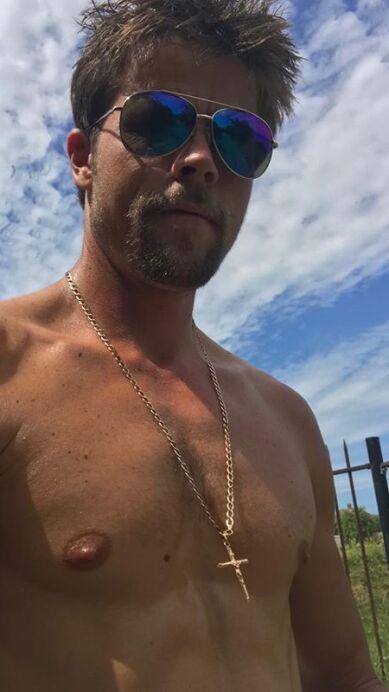 """Brad Pitt tiene un """"doble"""" y es un obrero británico"""
