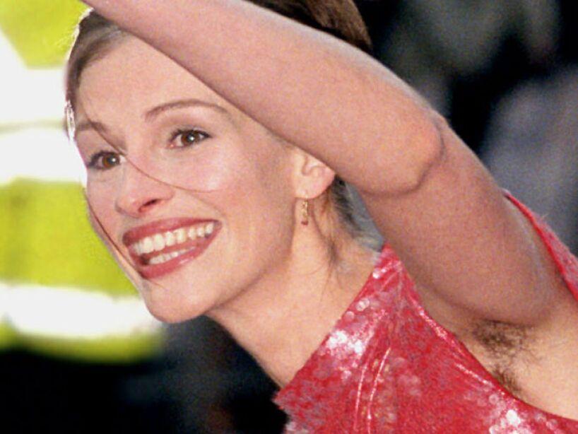 5. Julia Robert: Luce sus axilas sin depilar en las alfombras rojas. Además, tiene mal aliento por fumar en exceso.