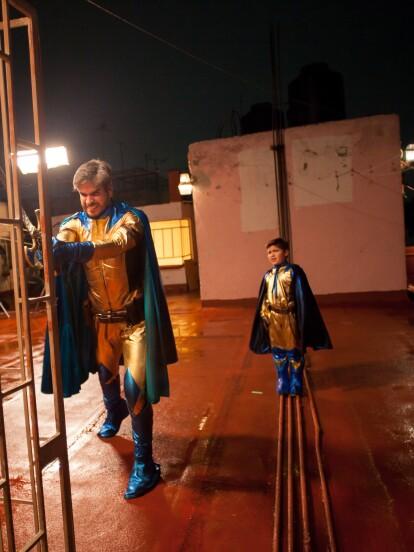 """En """"S.O.S Me estoy enamorando"""", el Capitán Águila (Daniel Arenas) y el Pollito (Leo Herrera) vivieron una nueva aventura al tener que rescatar al inofensivo perrito 'Sansón', quien estaba amarrado y separado de su 'mamá'."""