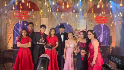 El boxeador filipino, Manny Pacquiao, festejó a lo grande su cumpleaños 41 en compañía de familiares y amigos.