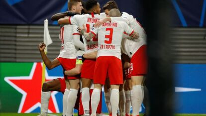 Con un gol de Emil Forsberg y doblete del capitán Marcel Sabitzer, RB Leipzig gana y elimina al Tottenham de Mourinho.