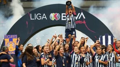 Monterrey Femenil se proclama campeón del Apertura 2019 y así lo celebran.