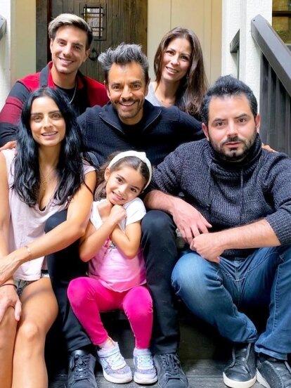 La familia Derbez está de manteles largos y es que este 14 de abril José Eduardo Derbez está celebrando su cumpleaños número 29, hecho por el que los integrantes de la famosa dinastía le dedicaron cómicas fotos, tiktoks y hasta destaparon cómo le llaman en privado.