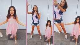 Gia, hija de Odalys, le da divertido 'empujón' a su mamá en TikTok