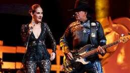 Bronco canta 'Adoro' con Sandra Echeverría