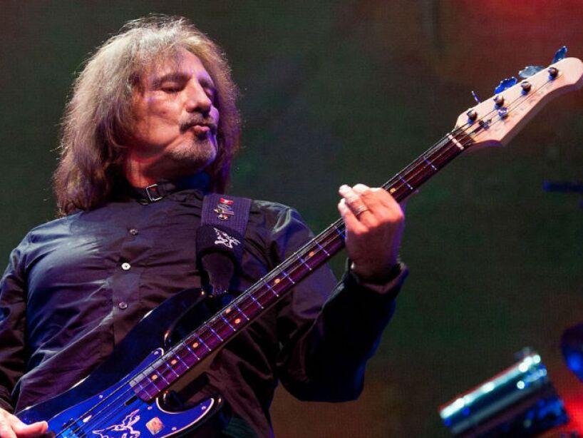 7. Geezer Butler: El legendario bajista de Black Sabbath relató haber visto varios fantasmas en su habitación, sobre todo cuando era niño.
