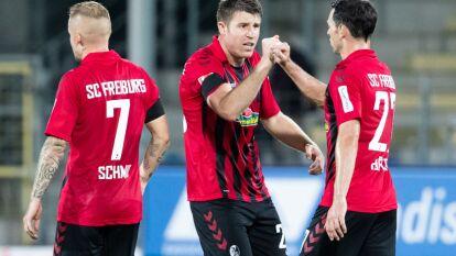 Con goles de grifo y Petersen el Freiburg vence 2-1 al Hertha Berlin y sigue soñando con la Europa League.