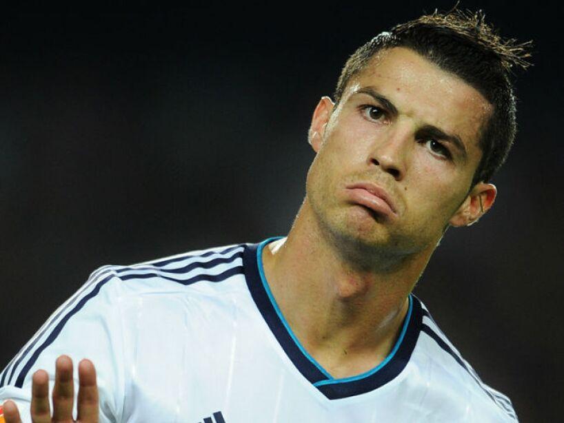 13. Cristiano Ronaldo: Dicen que lo han cachado fijándose en el paquete de uno de sus compañeros de entrenamiento.