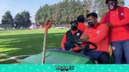 Jugadores del Toluca llegan a entrenar 'con estilo'