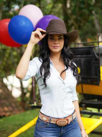 Livia Brito festejó su cumpleaños en medio de las grabaciones de la exitosa telenovela 'La Desalmada', donde recibió una sorpresa por parte de la producción.