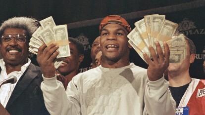 Polémico, siempre polémico. Así es Mike Tyson, un exboxeador con mucho potencial pero también con una boca enorme. Aquí en una conferencia de prensa con $100 mil dólares en efectivo.