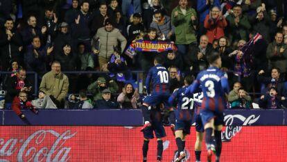 Con solitario gol de José Luis Morelas, Levanta gana y le quita el liderato al Real Madrid.