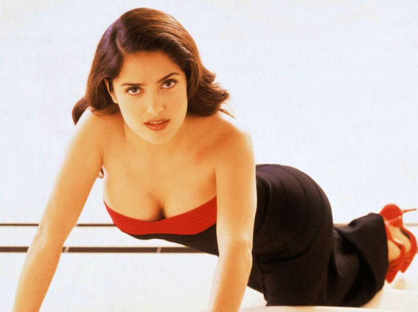 1. Salma Hayek: La actriz mexicana mide 1.55 metros que encienden la pantalla grande.