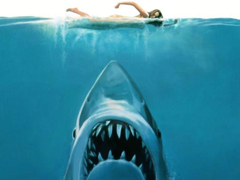 En 1975, el director Steven Spielberg presentó al mundo la películas de tiburones por excelencia: JAWS.
