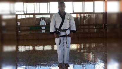 Reinaldo Salazar, doble medallista mundial de taekwondo en 1977 y 1979, además de Premio Nacional de Deportes 2006 y entrenador y padre de los medallistas olímpicos Óscar e Iridia Salazar, falleció este domingo por coronavirus.