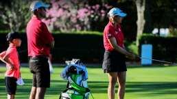 Golfistas homenajean con rojo y negro a Tiger Woods