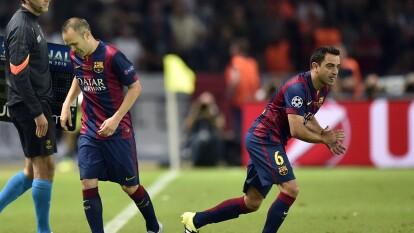 Desde que se fueron Xavi Hernández y Andrés Iniesta, el Barça ha sufrido e invertido mucho en encontrar a dos jugadores de su talla, sin éxito alguno. Te presentamos la lista.