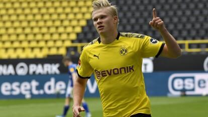 El noruego de 19 años ganó notoriedad con su espectacular actuación en la Champions League con el Salzburg y ha subido 60% tras la pandemia. Ya cuesta 72 millones de euros y es uno de los delanteros más cotizados de Europa.
