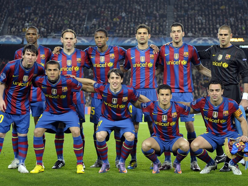 Barcelona´s team is pictured before the