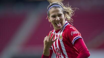 Alicia Cervantes continúa encendida, y con un hat trick lleva al Guadalajara a la victoria para continuar con la marca perfecta.