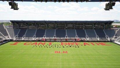 Ahora fue el turno del DC United, equipo de la MLS, que pintó una parte lateral de la cancha en su estadio Audi Field.