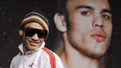 Por dar positivo en un examen de dopaje posterior a una pelea; fue multado y suspendido por nueve meses del ring.
