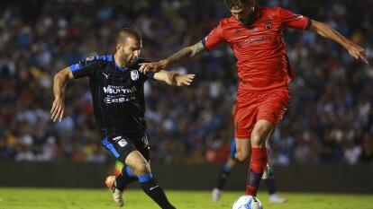 Dos equipos de la Liga MX: Gallos Blancos y Monarcas