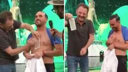 """Ricardo Margaleff """"Plutarco"""" es depilado con cera en vivo"""