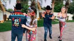 Uniformados y con coreografía, Larry Hernández y Kenia Ontiveros bailan para sus seguidores