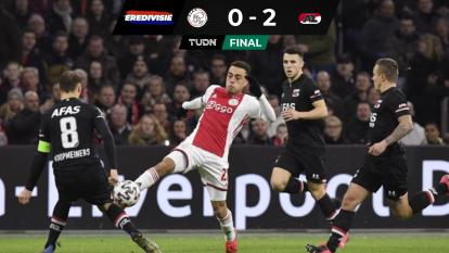 El AZ Alkmaar derrotó al Ajax en su propia casa y comparten la cima de la Eredivisie, con 53 puntos.