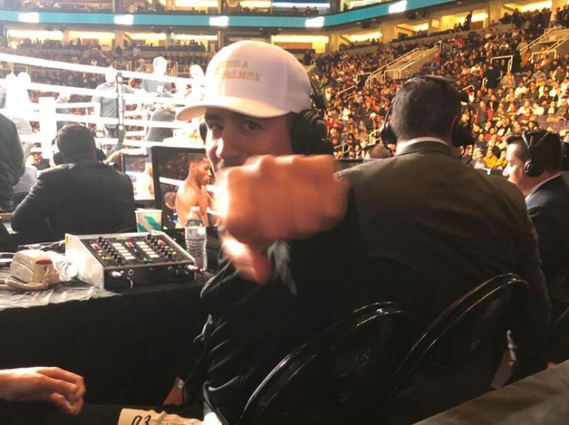 El campeón Jessie Vargas presente en el combate.