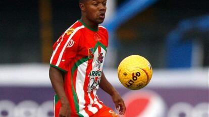 Debutó profesionalmente con el desaparecido club Bajo Cauca FC.