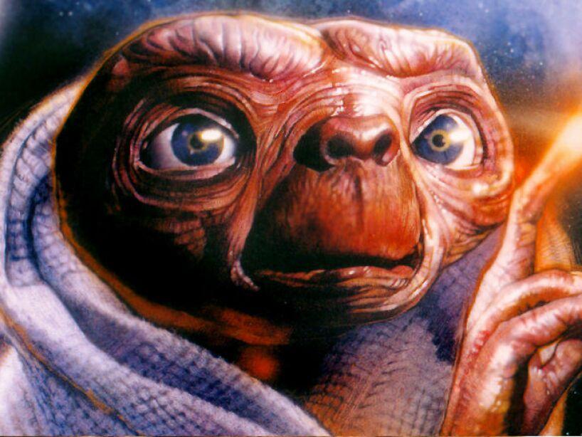 E.T: Uno de los aliens más adorables es éste de 1982, protagonista de la movie producida y dirigida por Steven Spielberg.