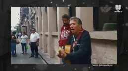 Napoleón pide una guitarra prestada en la calle y canta 'Vive' para apoyar a un músico local