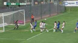 ¡Se estorbaron! Cinco jugadoras de Chivas no pudieron empujar el balón