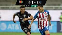 Con gran polémica, Chivas rescató empate ante el débil Rayados