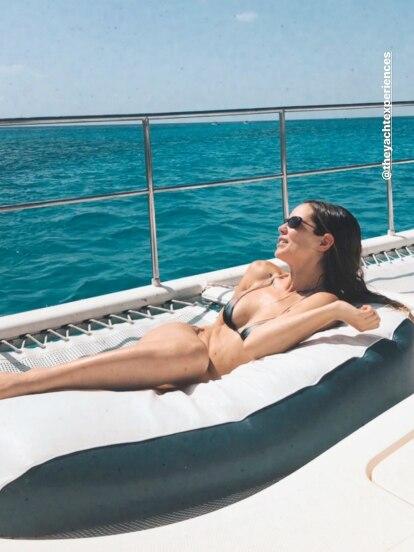 Camila Sodi sorprendió en redes sociales con una serie de fotografías tomadas desde El Cielo, famosa playa del caribe mexicano donde presumió su escultural figura.