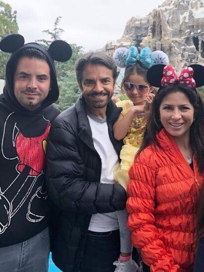 Parte de la familia Derbez se fue de vacaciones de Disneyland, donde disfrutaron de las atracciones del parque de diversiones. Sin embargo, la que se robó miradas fue la pequeña Aitana, quien lució como toda una princesa y apareció en todas las fotos.