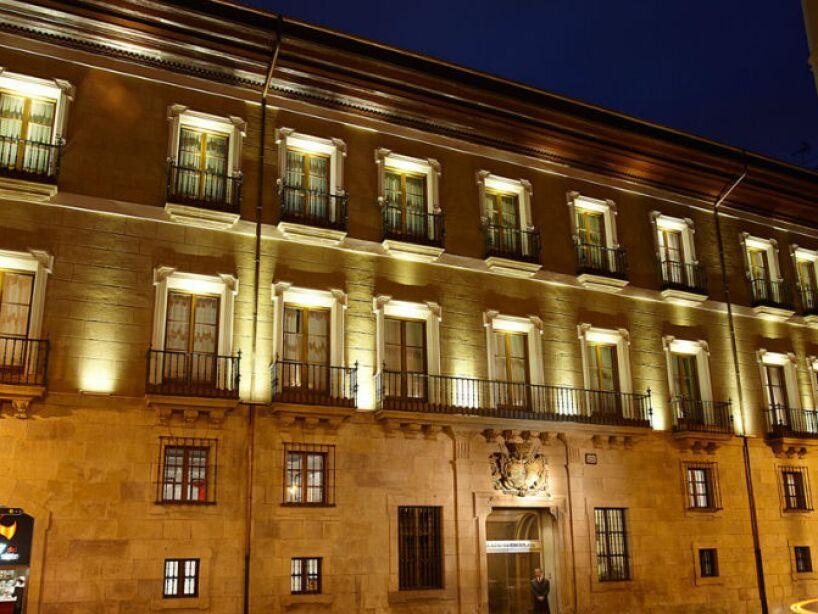 2. Palacio Guendulain (Pamplona): El espíritu de un noble pasea por palacio. La historia cuenta que cayó del edificio y nunca fue encontrado.